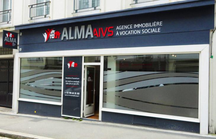 Devanture de l'agence AIVS Alma